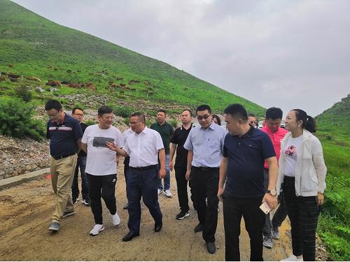 关岭县本地肉牛养殖基地考察.png